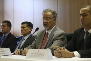O ministro da Segurança Pública, Raul Jungmann e o general  Carlos Alberto Santa Cruz durante a coletiva nacional sobre a segunda fase da Operação Luz na Infância – a qual combate pedófilos agindo em todo o país.