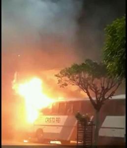 onibus-incendio-aracati